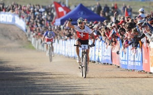 Nino Schurter wins the rainbow jersey over a dejected Julien Absalon. Photo by Frank Bodenmuller