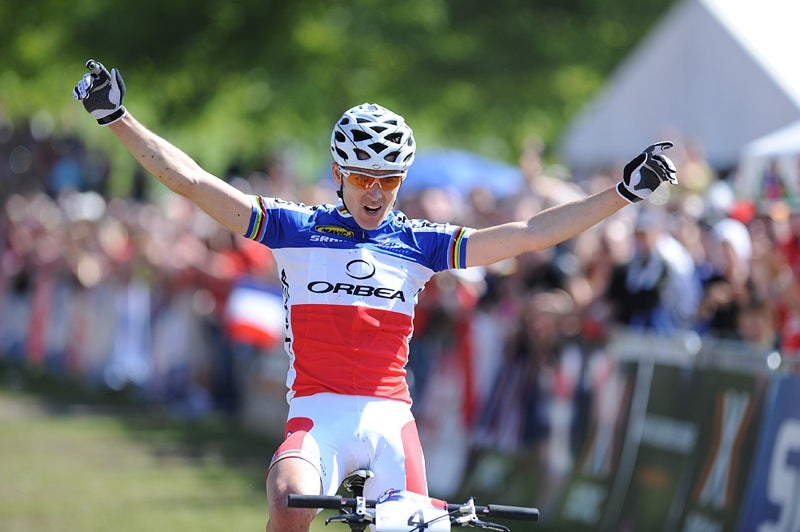 Julien Absalon celebrates his first World Cup win of the season. Photo by Frank Bodenmueller
