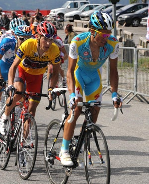 Brajkovic keeps a close eye on Contador.