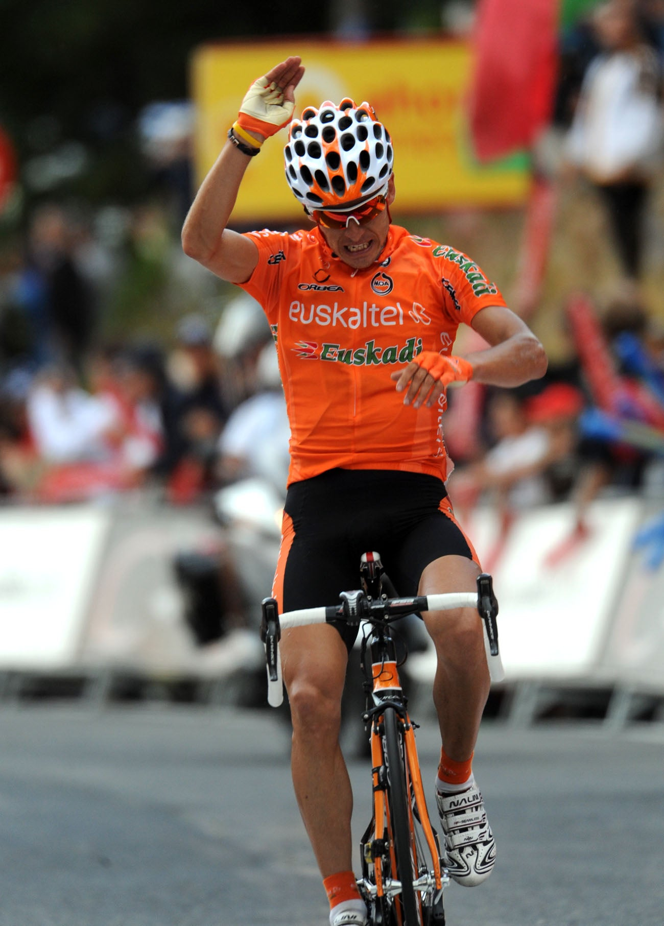 2010 Vuelta a Espana, stage 11: Igor Anton fights his way to a stage win and back into the lead.
