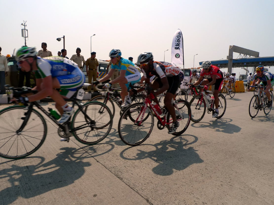 Racers hit the circuit course Sunday in Mumbai. Robbie Hunter kicked to victory in his first win since joining RadioShack.