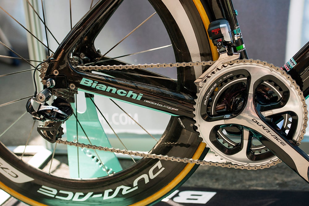 first look  bianchi u0026 39 s new aquila cv time trial bike