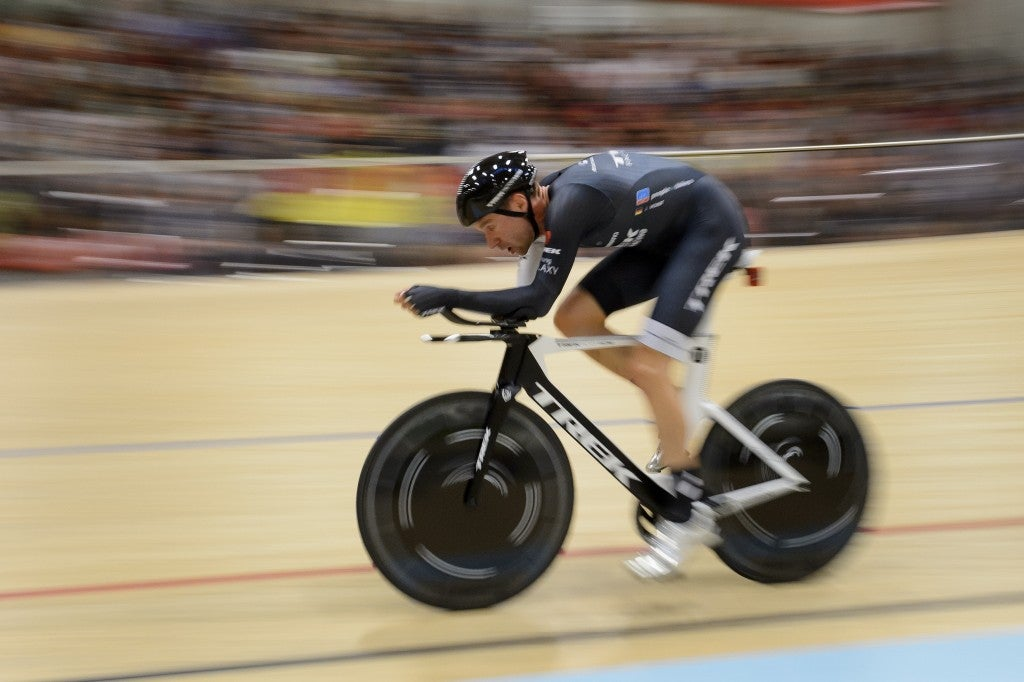 Voigt sets new hour record, riding 51.11km