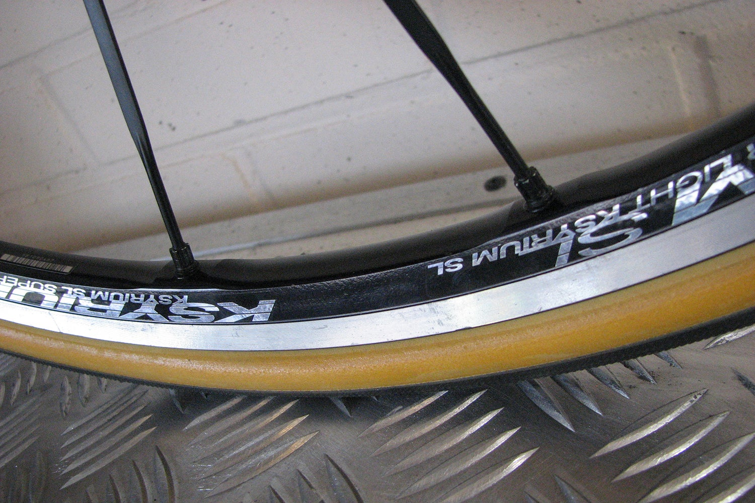 Where The Rubber Meets The Road What Makes Cycling Tires Fast