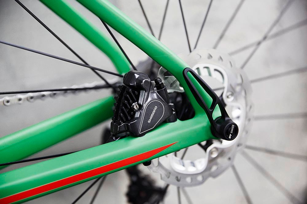 Flat mount disc brakes front and rear. Photo: BMC