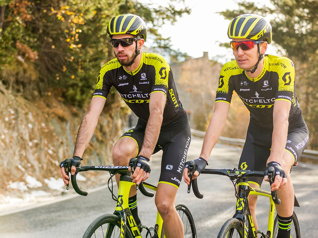 877343699 Photo courtesy GreenEdge Cycling 2018 pro cycling team kits With matching  Scott helmets and bikes ...