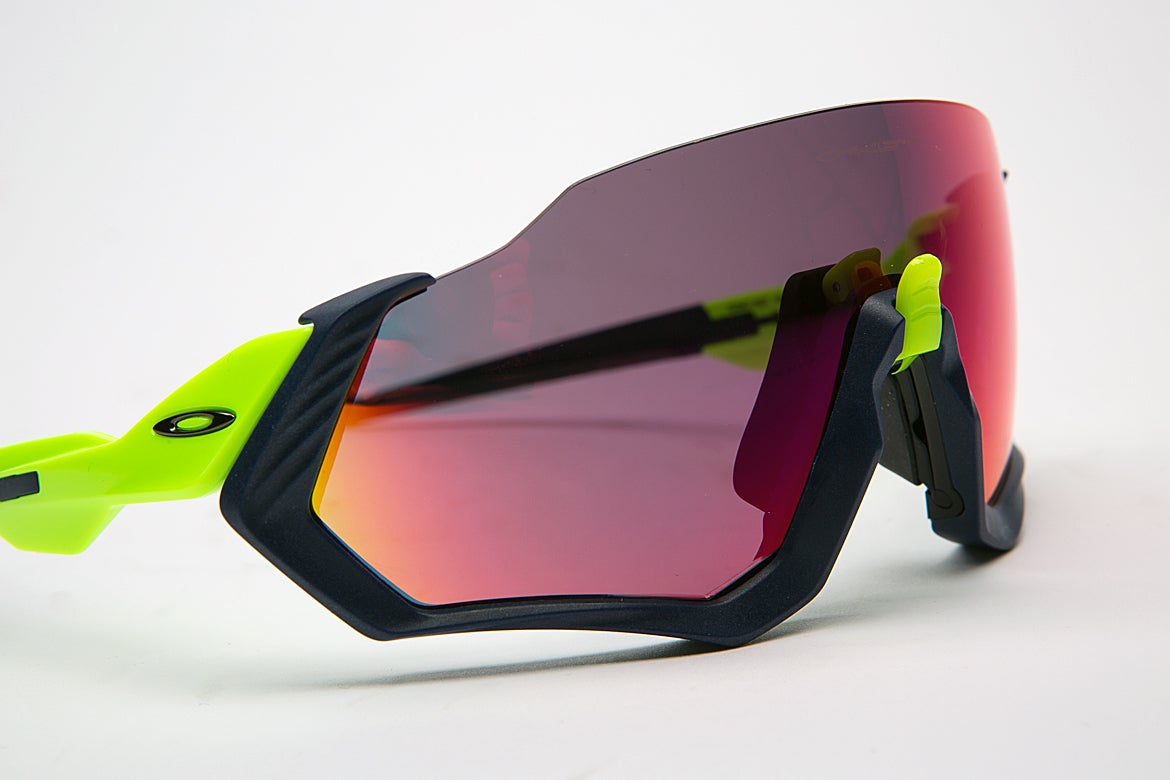 5ffa3572b4 Oakley Flight Jacket fights fog with flip of a switch – VeloNews.com