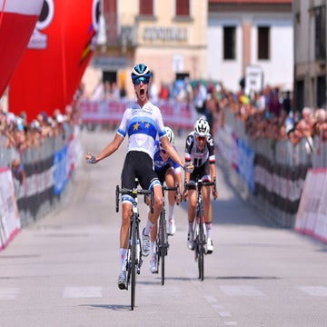 Giro Rosa stage 8: Vos sprints to her first win of 2018