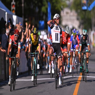 Matthews sprints to Quebec win ahead of Van Avermaet