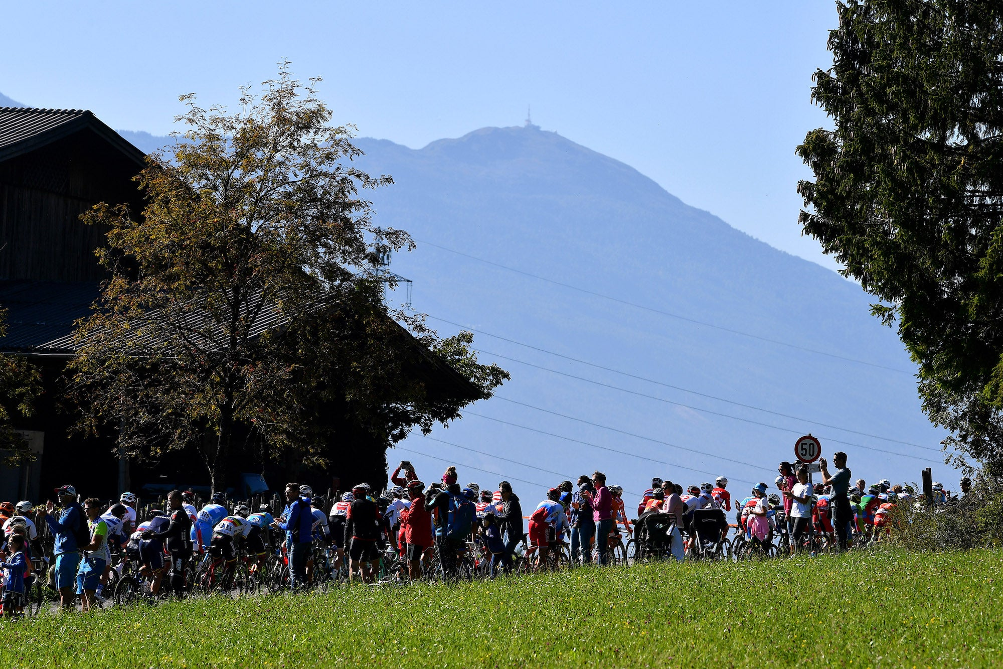 Gallery: rainbow jersey shifts shoulders in the mountains