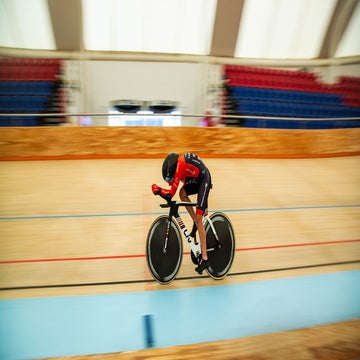 Vittoria Bussi breaks Evelyn Stevens's hour record
