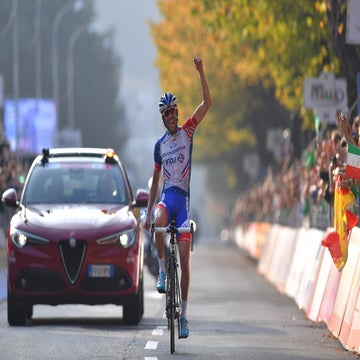 Lombardia: Pinot wins with late attack to claim maiden monument