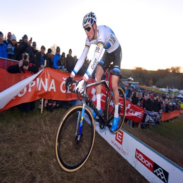 Van der Poel displays confidence and power to take victory at Tabor CX
