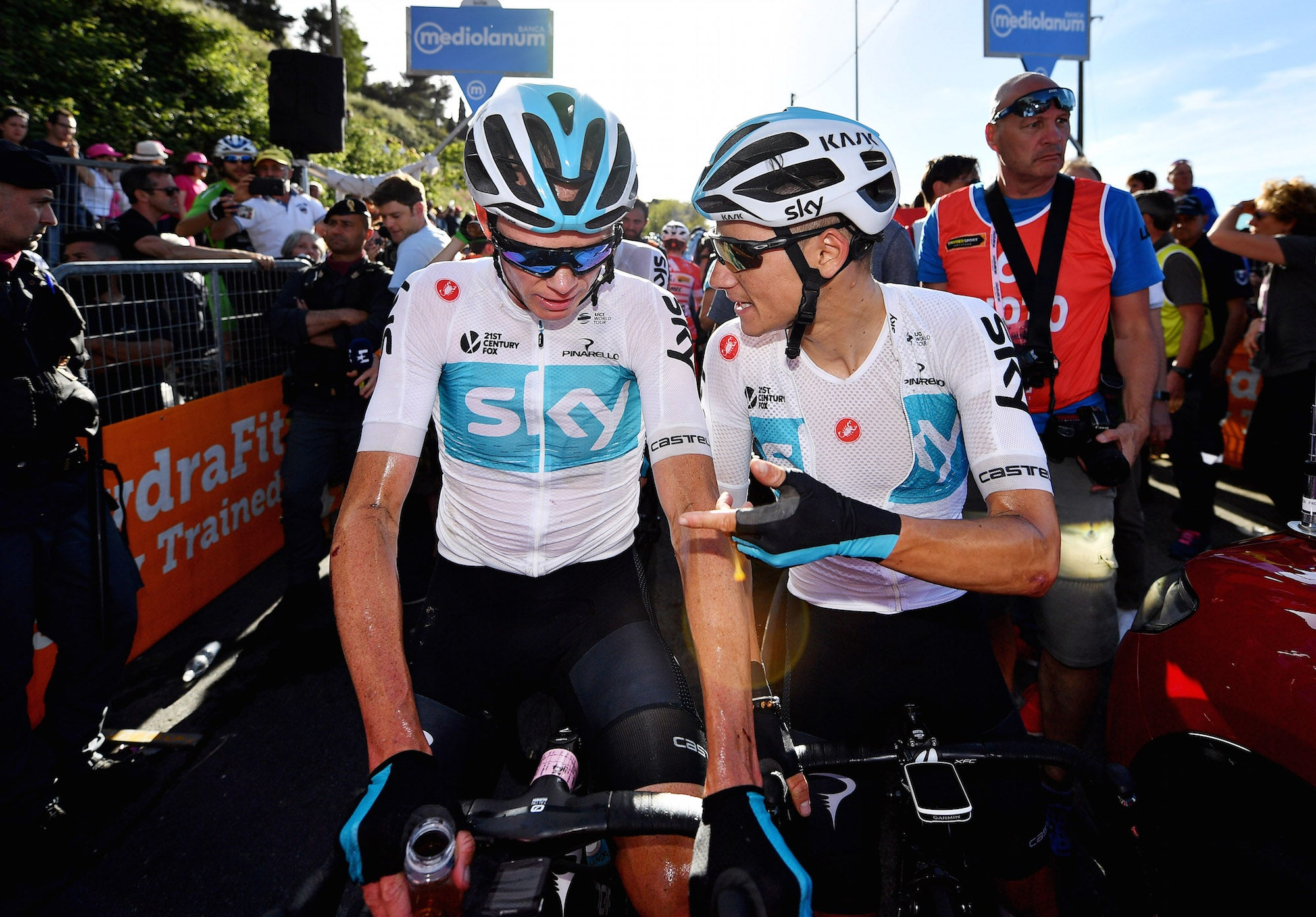 Team Sky riders calm for now as sponsor search begins – VeloNews ... 8941fc8b0
