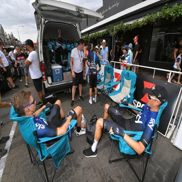 Tour Down Under's lack of buses pleases riders