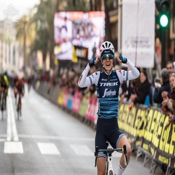 Winder overcomes puncture to win women's Valenciana stage 1