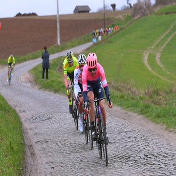 Howes makes unexpected cobblestone debut at Omloop