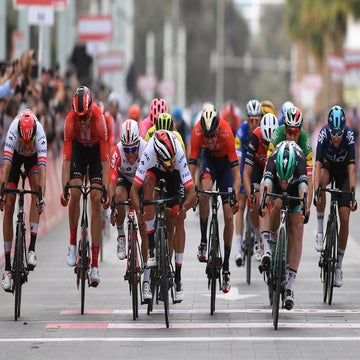 UAE Tour: Bennett takes final stage sprint, Roglic seals overall