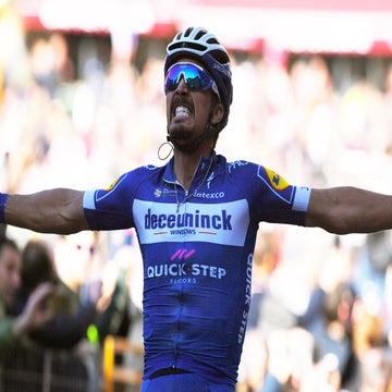 Alaphilippe zeroes in on monumental success
