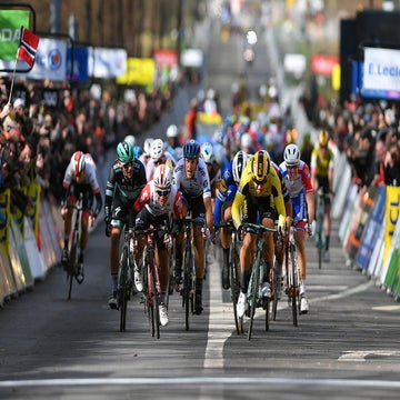 Paris-Nice: Groenewegen takes sprint in chaotic opening stage