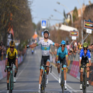 Tirreno stage 4: Lutsenko breaks away, crashes twice, snatches victory