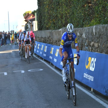 Foes and teammates laud the unstoppable Alaphilippe
