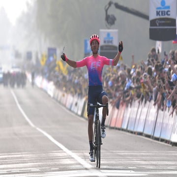 Bettiol stuns favorites with solo escape to take Flanders