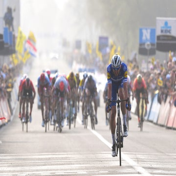 Asgreen saves the day for Deceuninck-Quick-Step