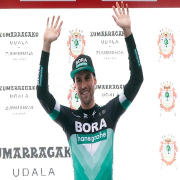 Schachmann wins Basque time trial ahead of Yates and Thomas