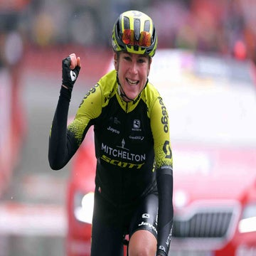 Van Vleuten solos to victory at Liège