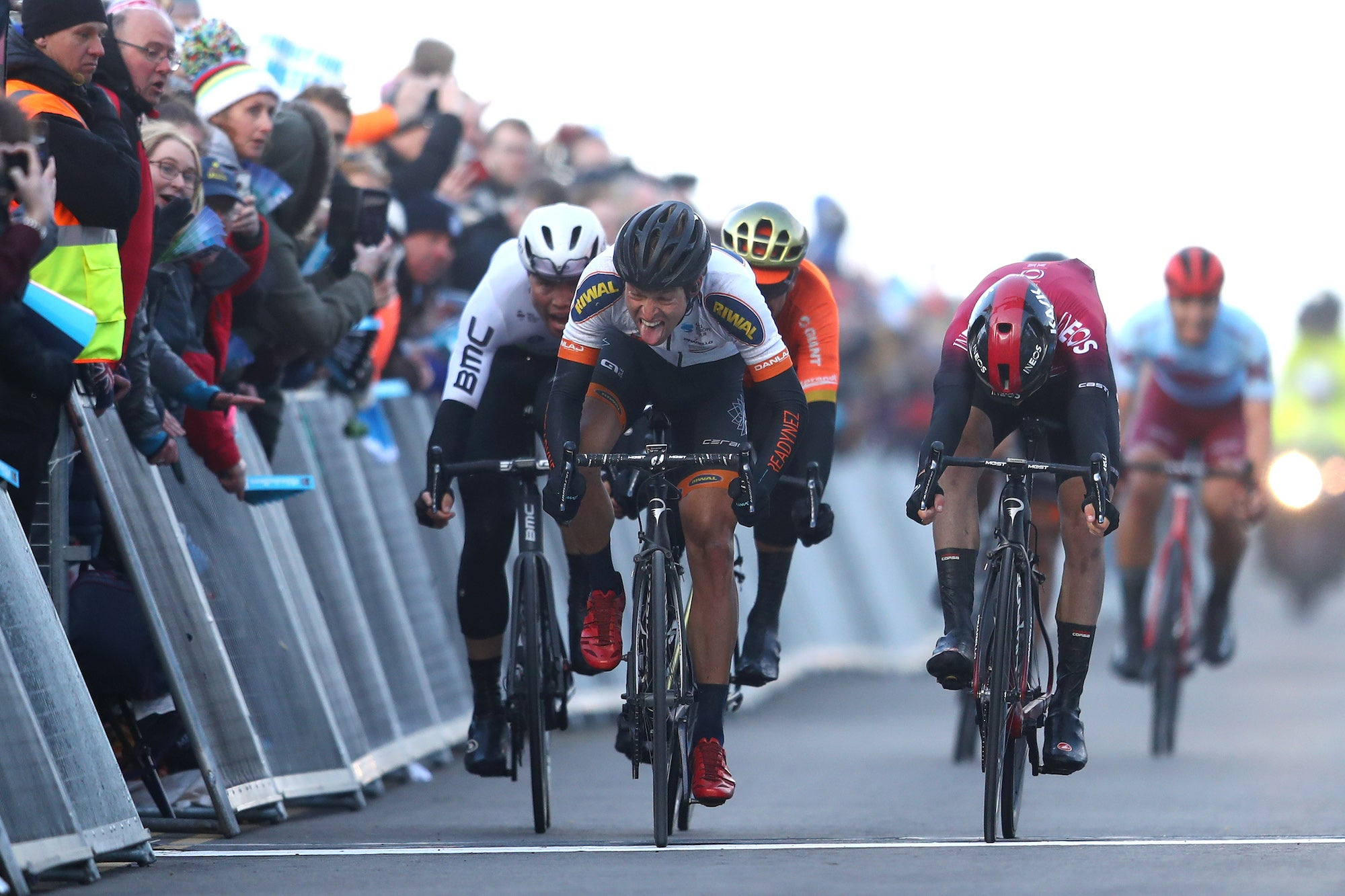 Yorkshire: Vos wraps up overall in the women's, Kamp takes sprint in the men's