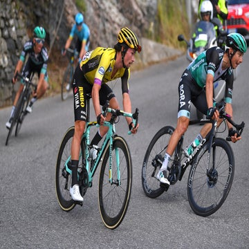 Roglic unravels: a pee break, a bike change, a crash