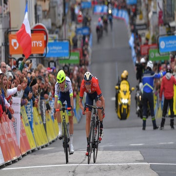 Dauphiné stage 2: Teuns claims stage and overall lead