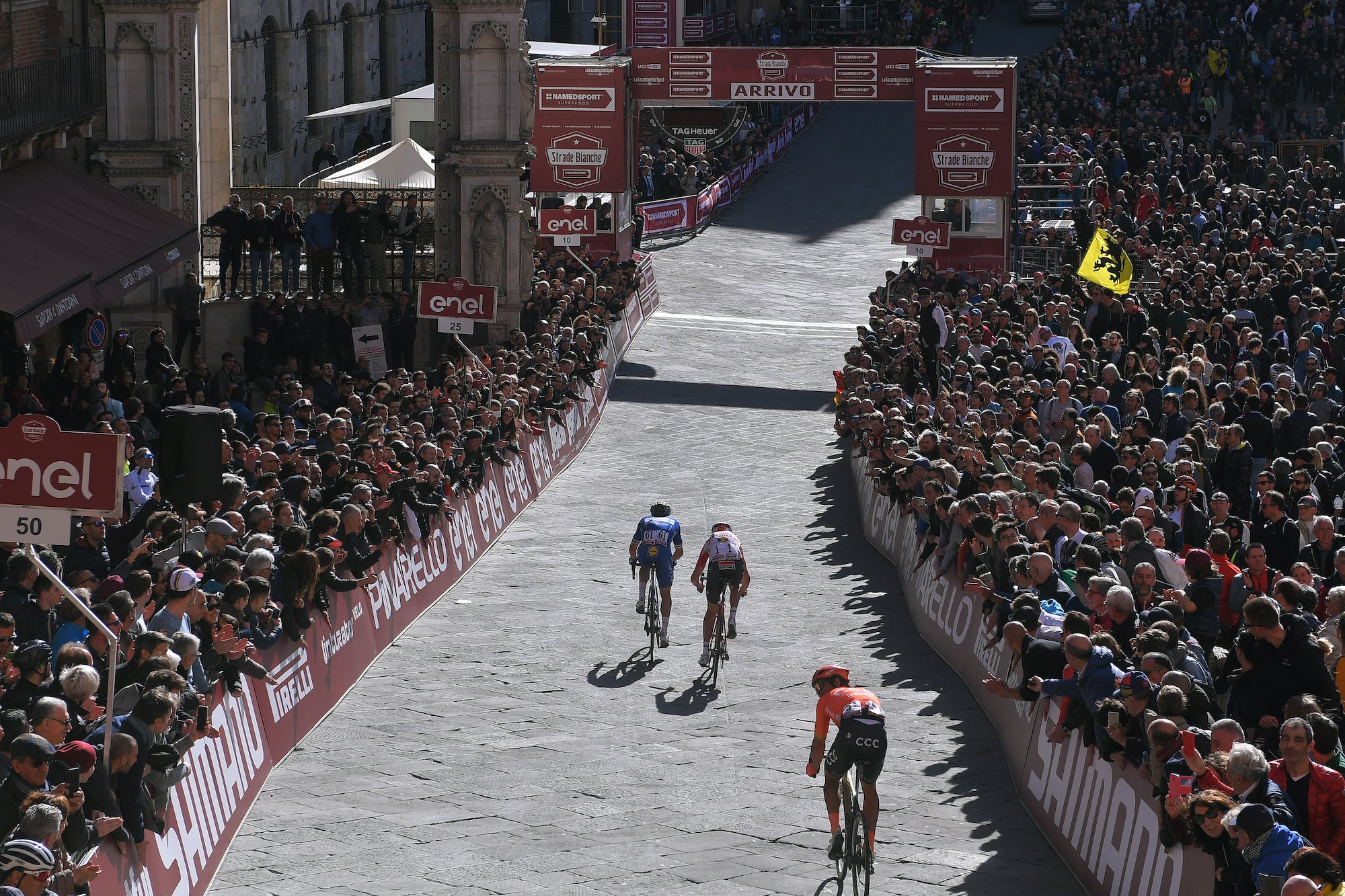 A spectacular finish in Siena's Pizza after a steep final climb into town adds yet more drama to the race. Photo: Luc Claessen/Getty Images)