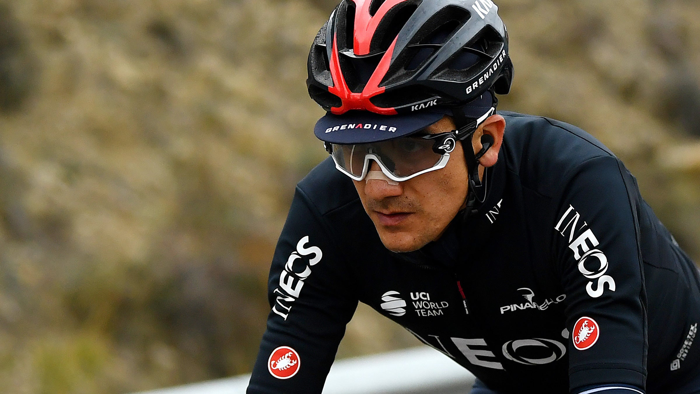 Richard Carapaz doesn't plan on letting go of Vuelta a España leader's jersey – VeloNews.com