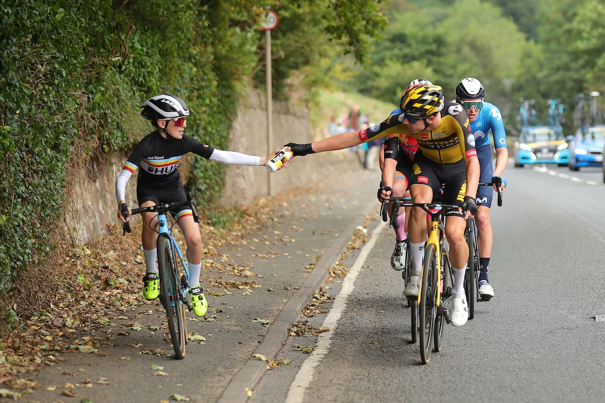 Pascal Eenkhoorn wins hearts with Tour of Britain bottle-gifting