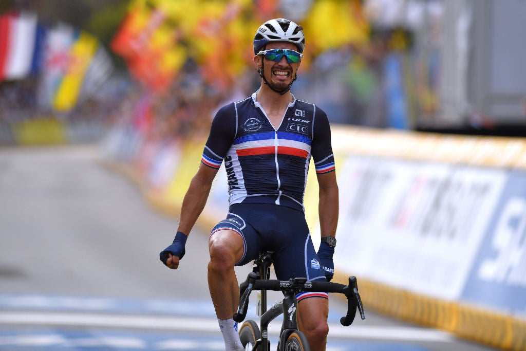 Julian Alaphilippe defends rainbow jersey with blazing world championship ride